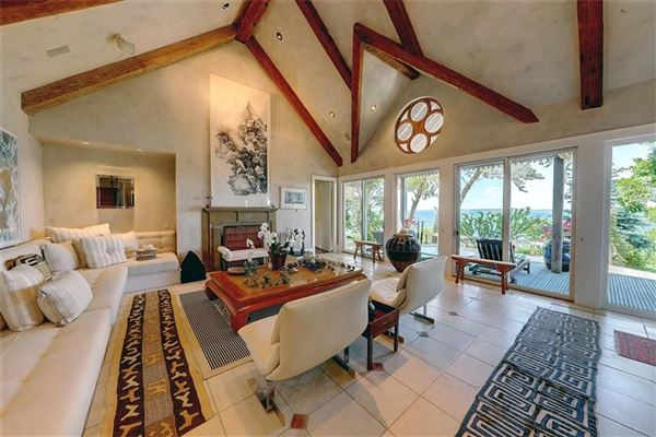 Luxury homes in waterfront estate in Bristol Highlands