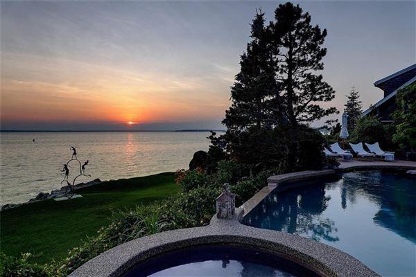 Luxury homes waterfront estate in Bristol Highlands