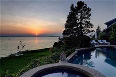 waterfront estate in Bristol Highlands luxury properties