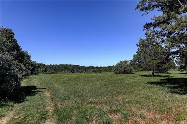 a 30+ acre parcel with some of the choicest views in town mansions