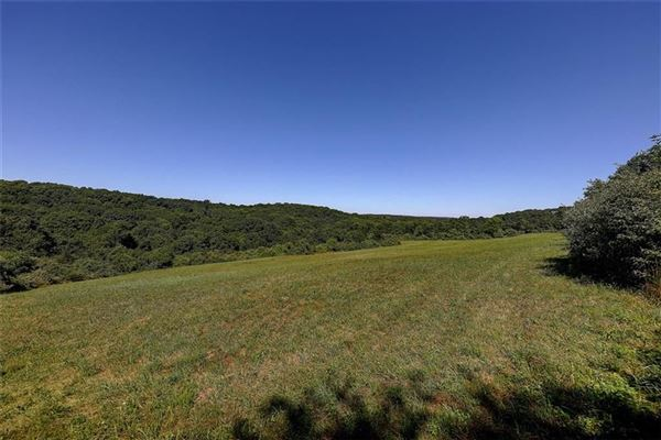 Luxury homes in a 30+ acre parcel with some of the choicest views in town