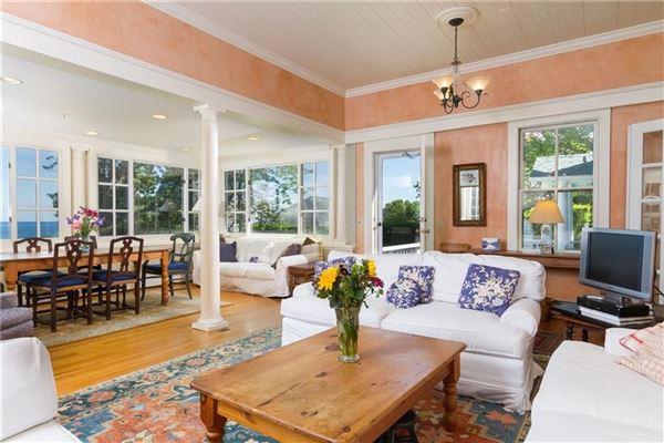 Luxury properties Classic seaside home