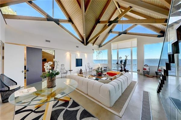 Luxury real estate The Glass House
