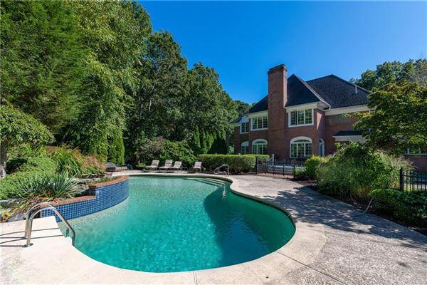a private five acre estate luxury homes