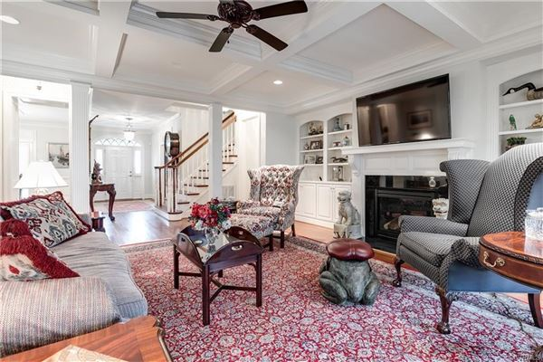 Luxury real estate a quiet and private cul-de-sac home