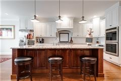a quiet and private cul-de-sac home luxury real estate