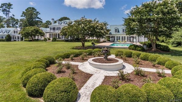 Luxury homes PRIVATE WaterFRONT ESTATE on 36 Acres Overlooking THE Chesapeake Bay