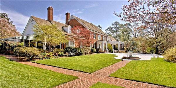 private oasis in the heart of Westhampton luxury homes