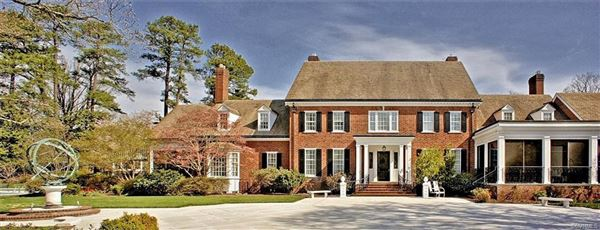 Luxury real estate private oasis in the heart of Westhampton