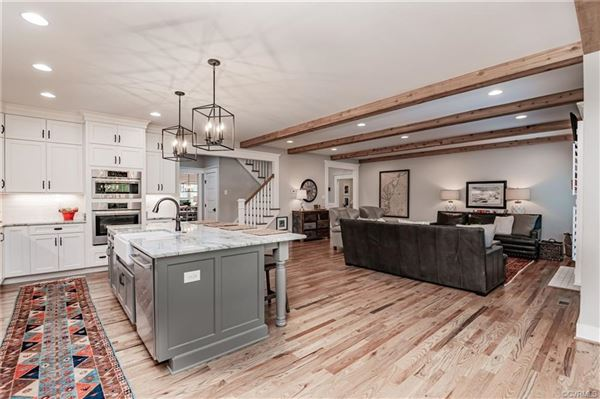 stunning near new home with wonderful custom features mansions