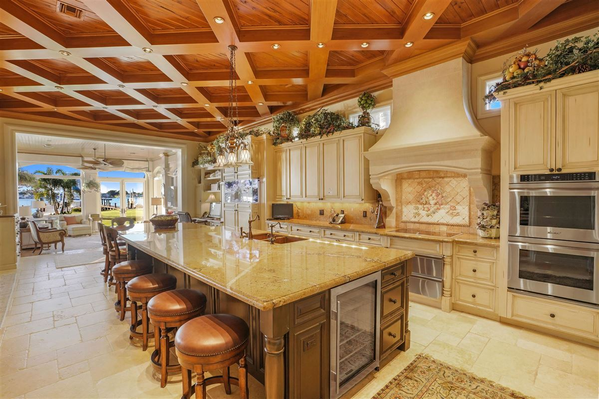 Luxury properties Exquisite Opportunity in the Northern Palm Beaches