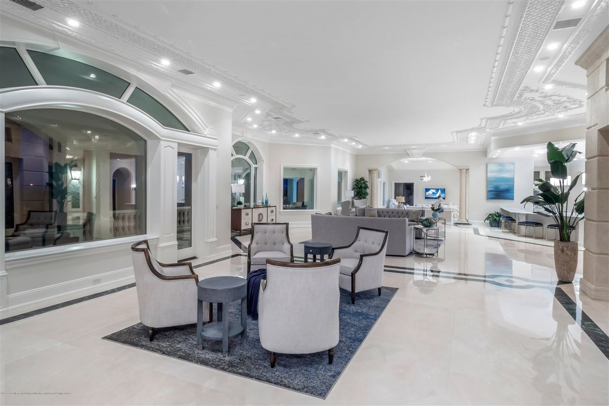 Mansions Magnificent Oceanfront estate home