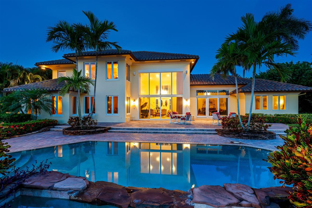 One of the best lots in Admirals Cove luxury real estate