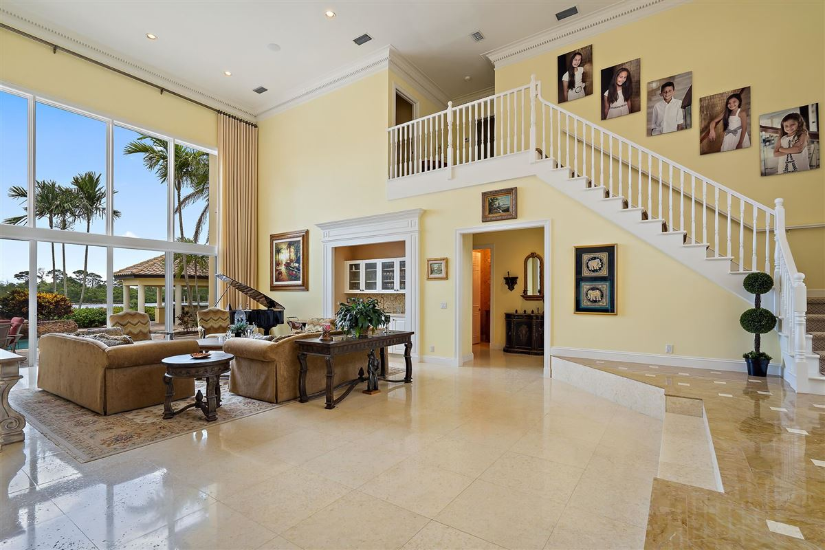 Mansions in One of the best lots in Admirals Cove