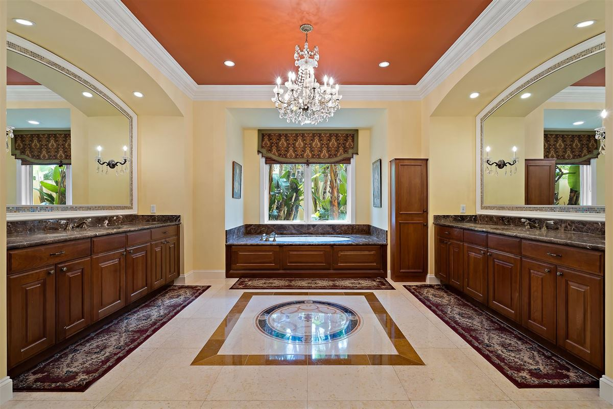 Luxury real estate One of the best lots in Admirals Cove