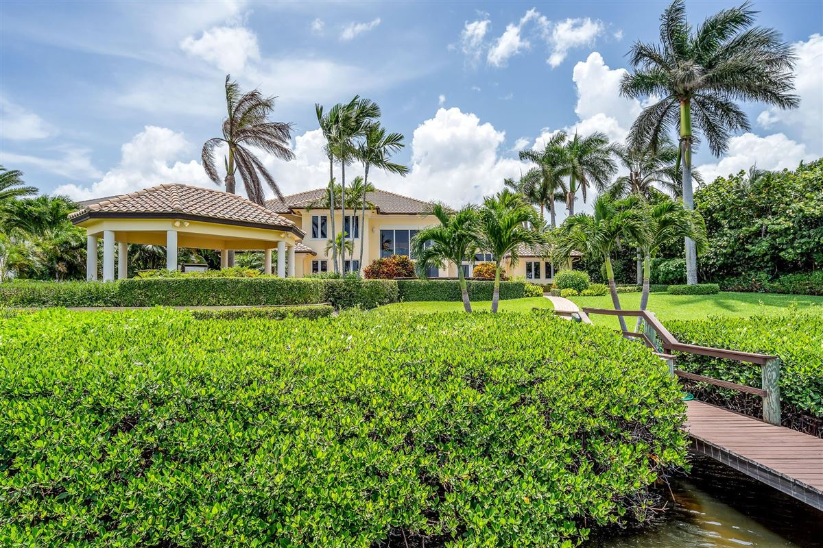 Luxury properties One of the best lots in Admirals Cove
