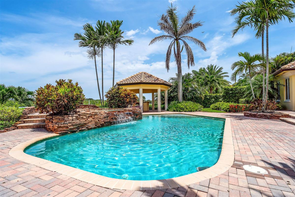One of the best lots in Admirals Cove luxury properties
