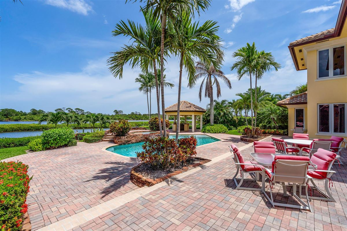 Mansions One of the best lots in Admirals Cove