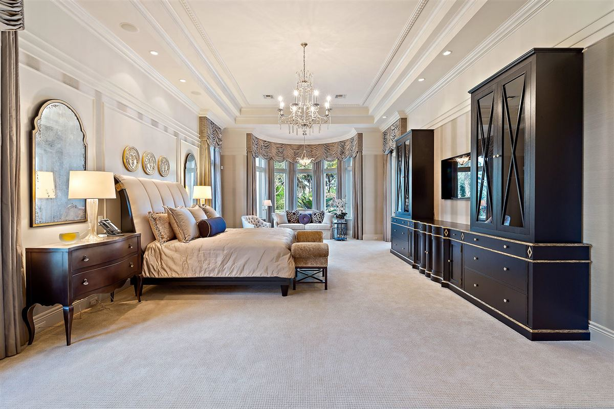 gracious luxury living mansions
