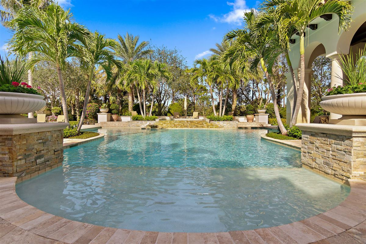 Luxury homes in gracious luxury living