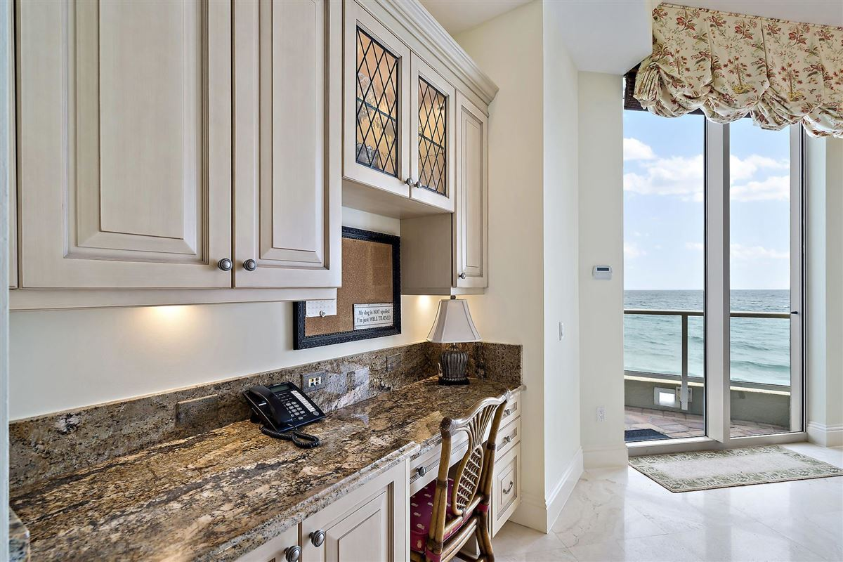 Luxury homes grand oceanfront residence boasts amazing views