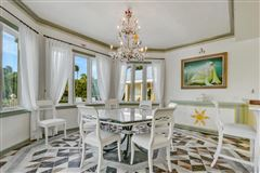 Luxury real estate Glamorous European Villa on Jupiter Island