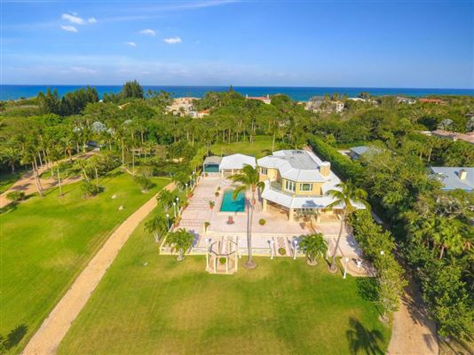 Mansions in Glamorous European Villa on Jupiter Island