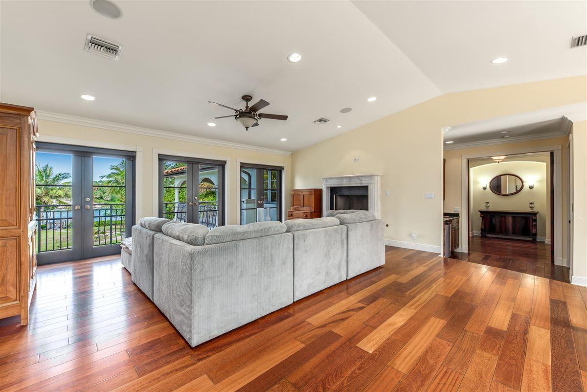 Spectacular direct Intracoastal home mansions