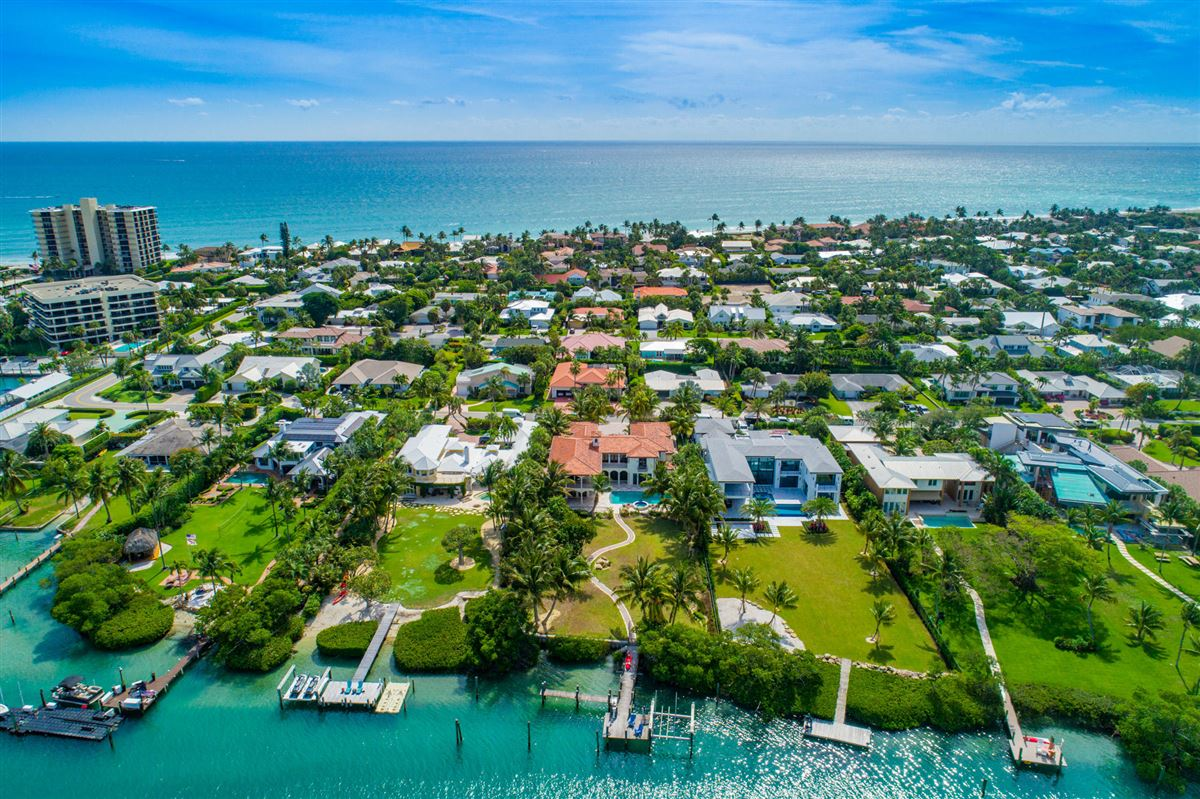 Luxury properties Spectacular direct Intracoastal home
