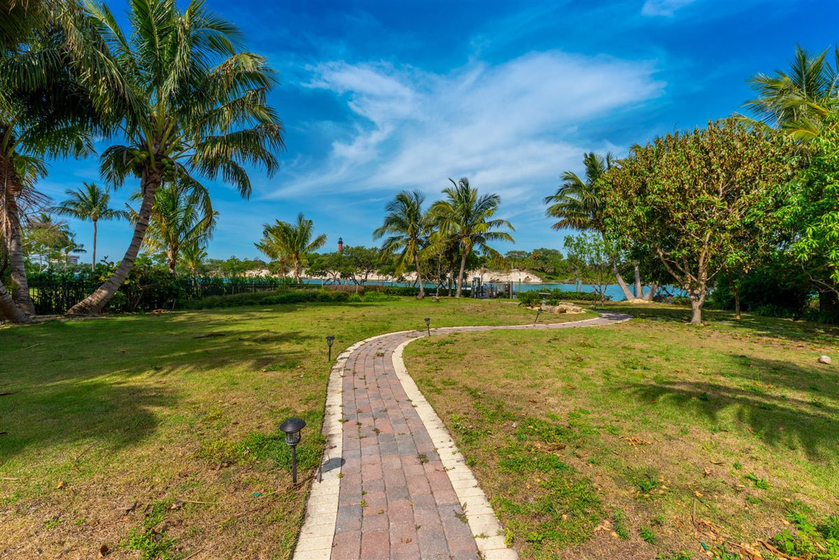 Luxury homes in Spectacular direct Intracoastal home