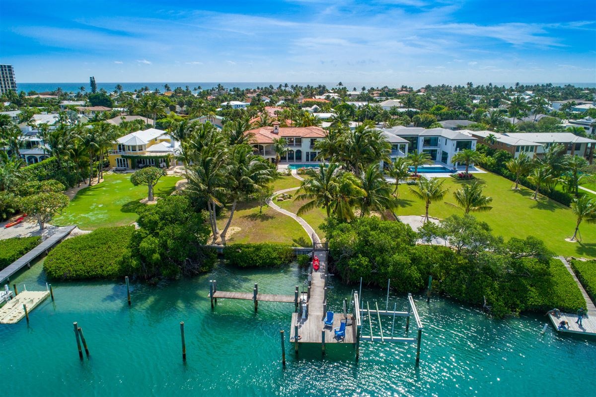 Mansions in Spectacular direct Intracoastal home
