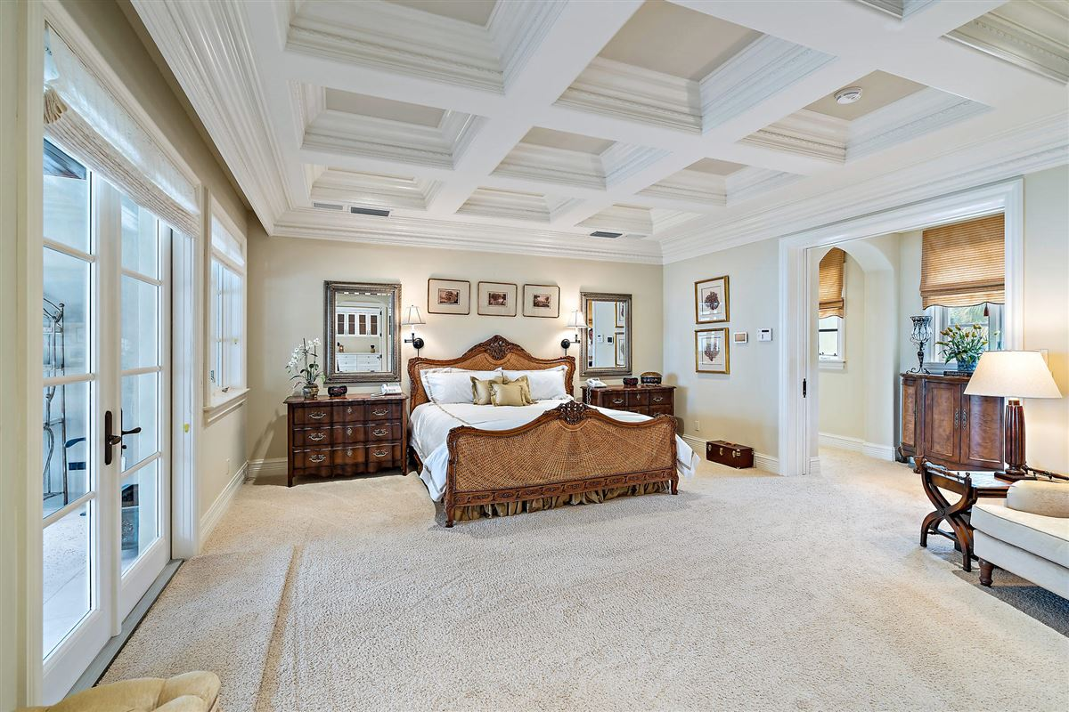 Luxury real estate Magnificent Northern Palm Beaches Residence
