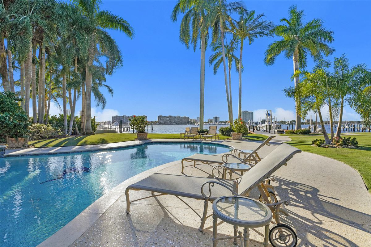 Mansions in Magnificent Northern Palm Beaches Residence