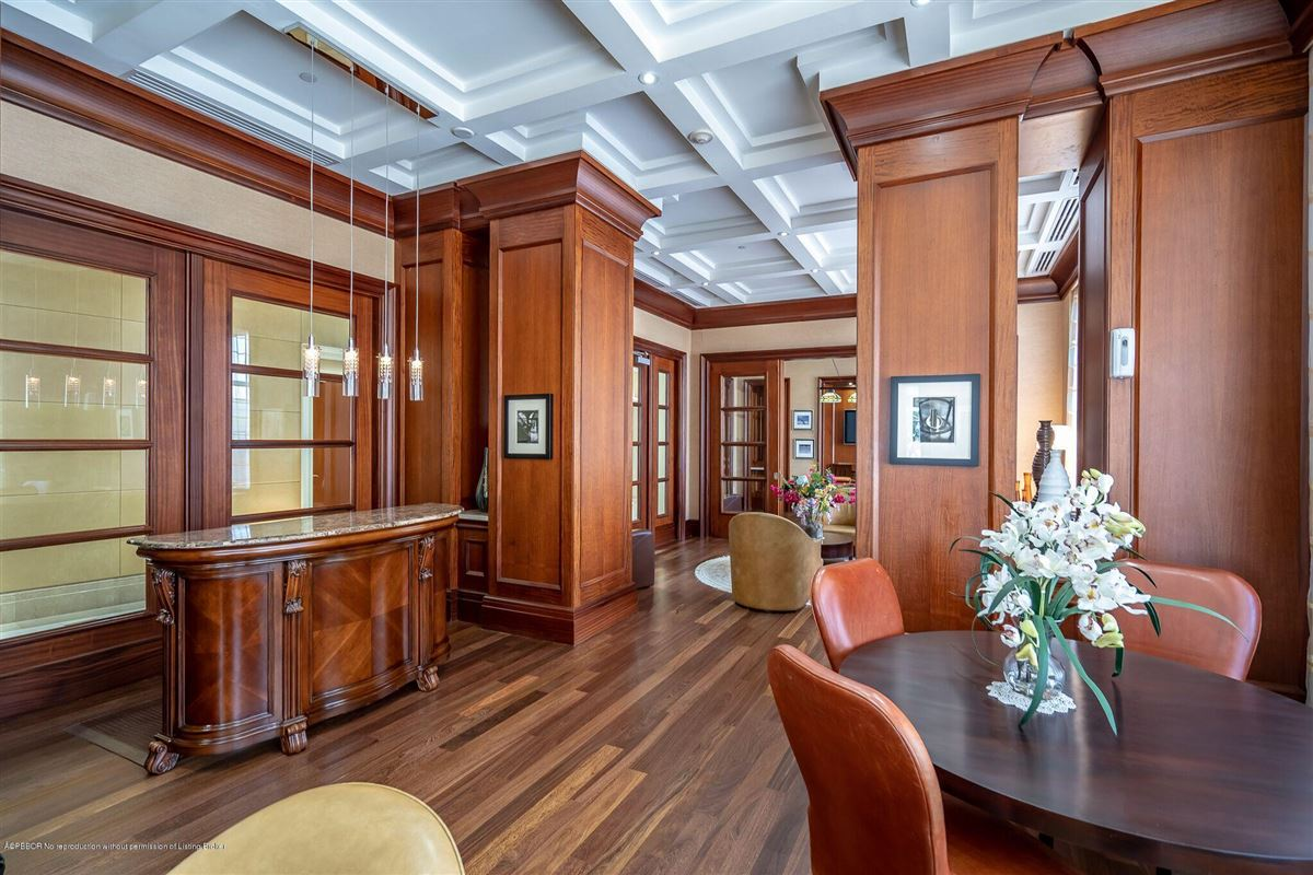 gorgeous 4th floor unit luxury homes