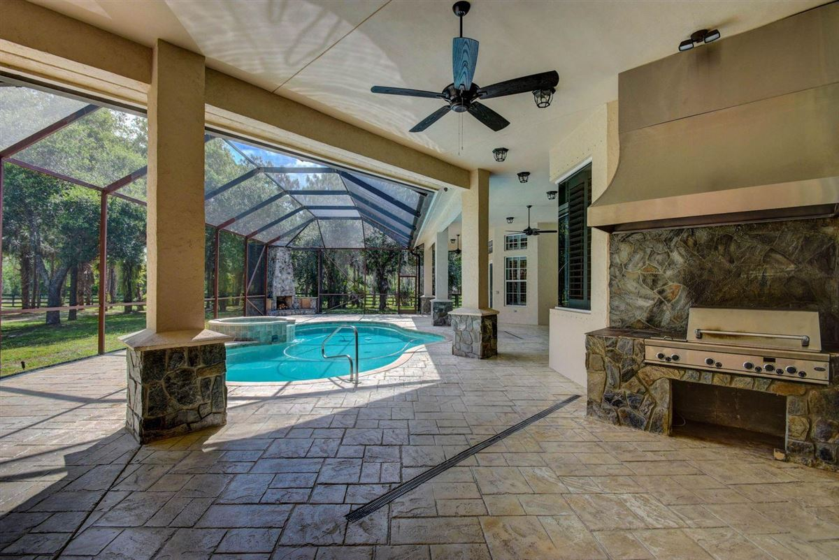 Luxury homes in upgraded 10-plus acre property