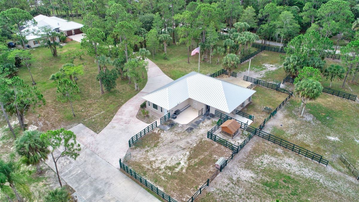 Luxury homes upgraded 10-plus acre property
