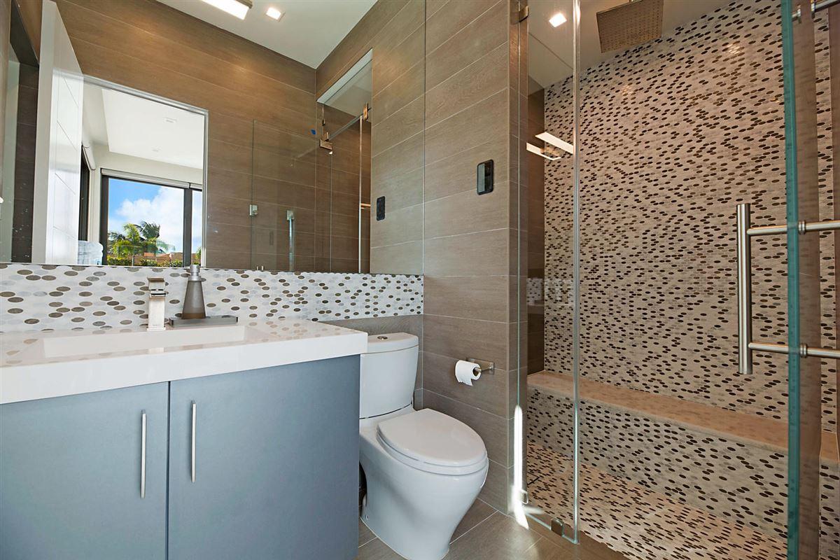 prestigious custom built home luxury properties