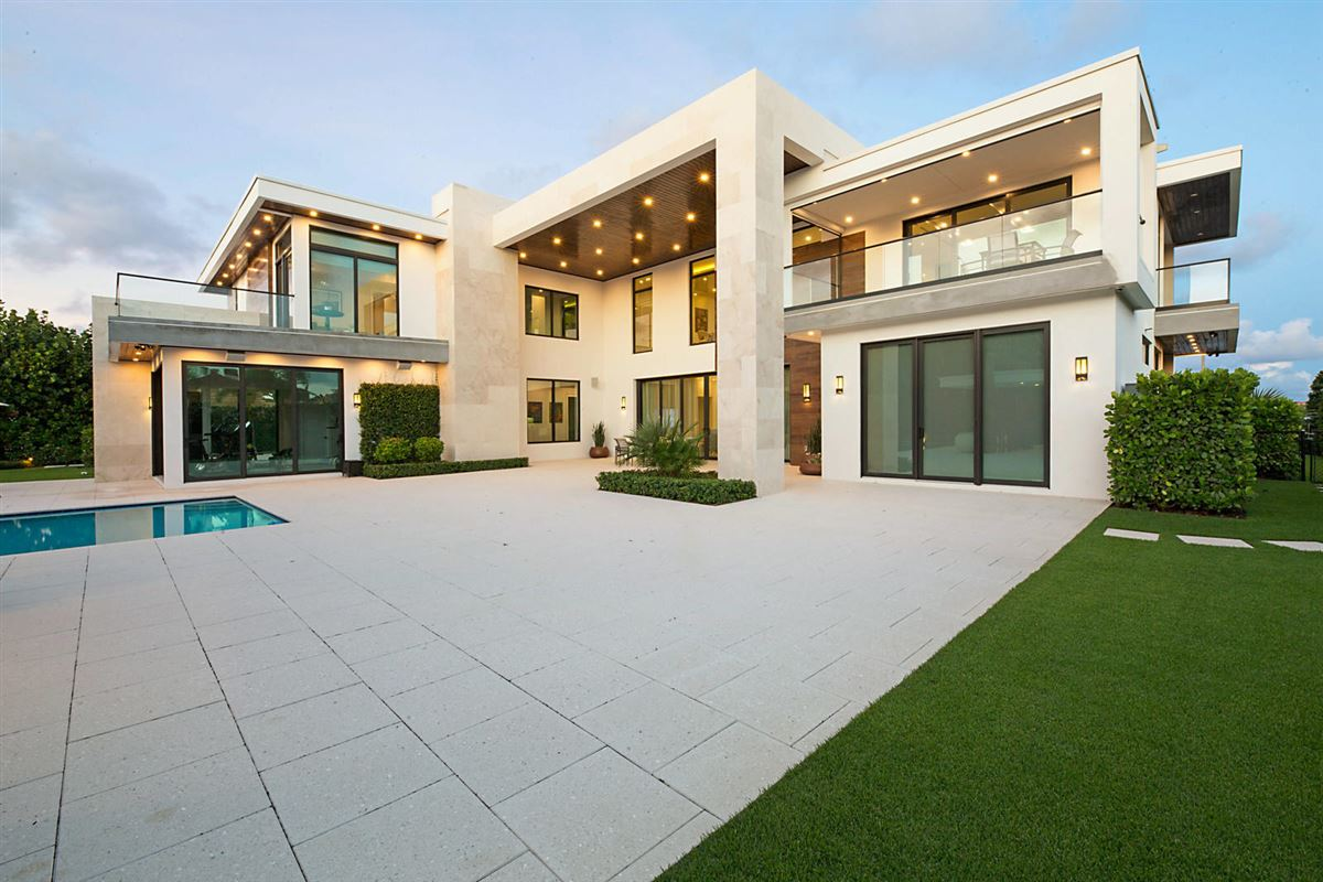 Mansions prestigious custom built home