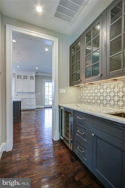 Luxury homes Extraordinary classic colonial style new home