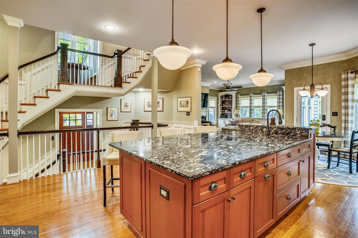 Luxury homes spectacular craftsman style