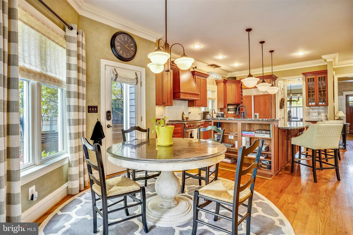 Luxury homes in spectacular craftsman style