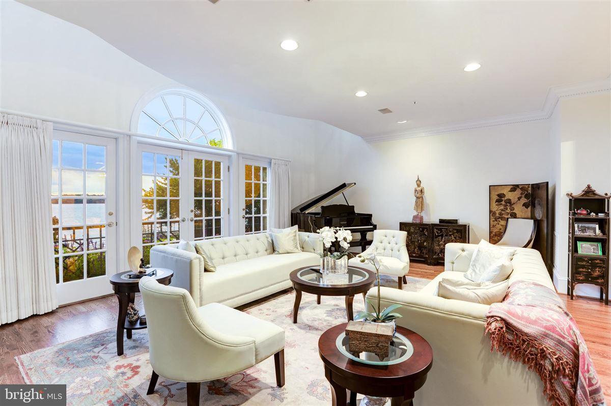 stunning five-story townhouse in desirable Old Town mansions