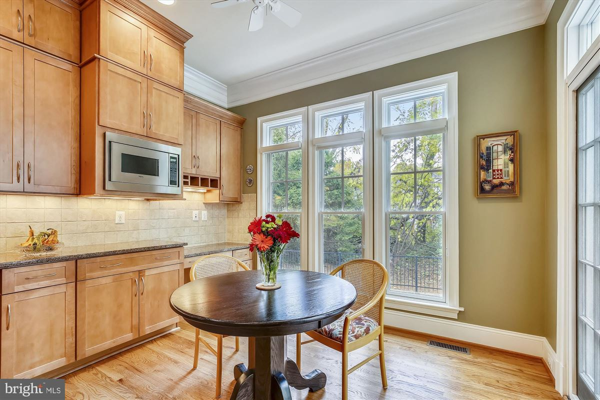 sophisticated stockwell manor townhome luxury properties