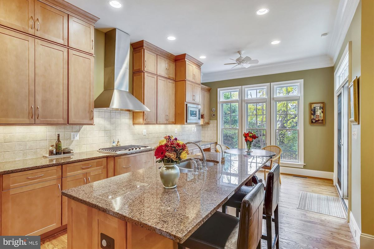 Luxury homes in sophisticated stockwell manor townhome