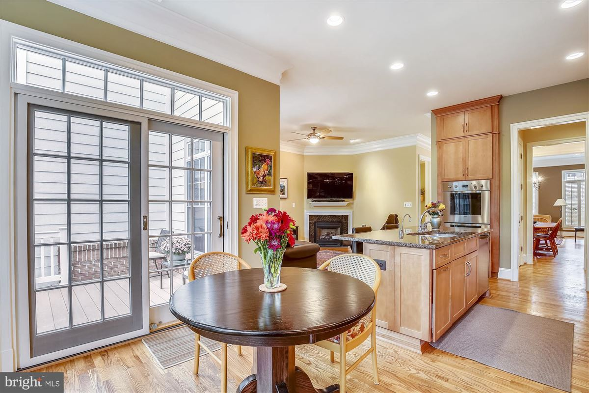 Mansions in sophisticated stockwell manor townhome