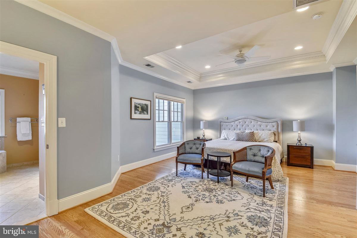 Luxury homes sophisticated stockwell manor townhome