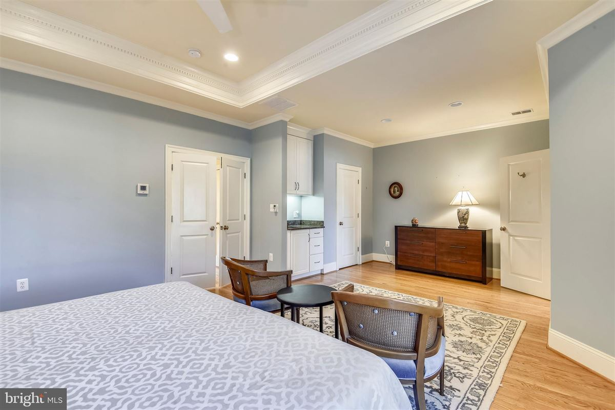 Luxury real estate sophisticated stockwell manor townhome