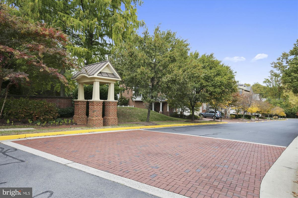 sophisticated stockwell manor townhome luxury real estate