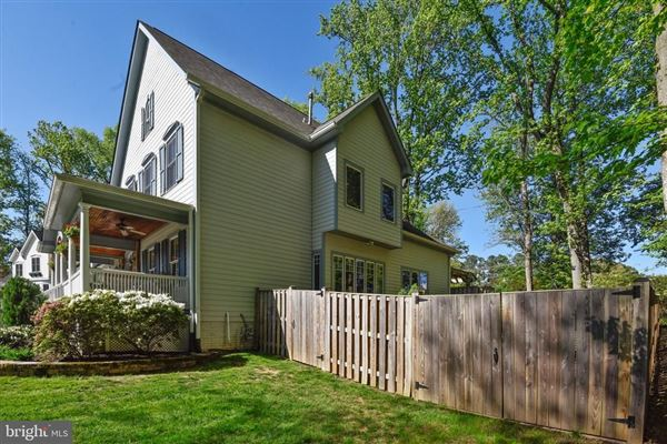 Beautiful Craftsman home on a quiet cul-de-sac mansions