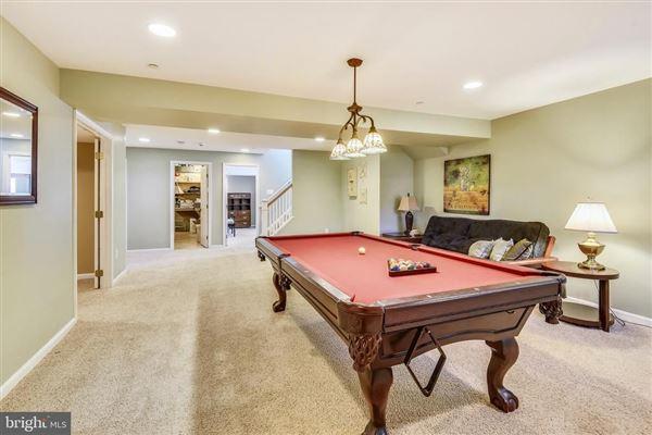 Luxury real estate Beautiful Craftsman home on a quiet cul-de-sac